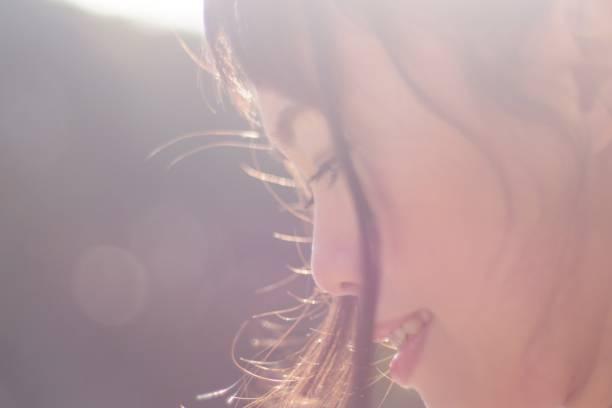 日本の女性のプロフィール - 女性 横顔 日本人 ストックフォトと画像