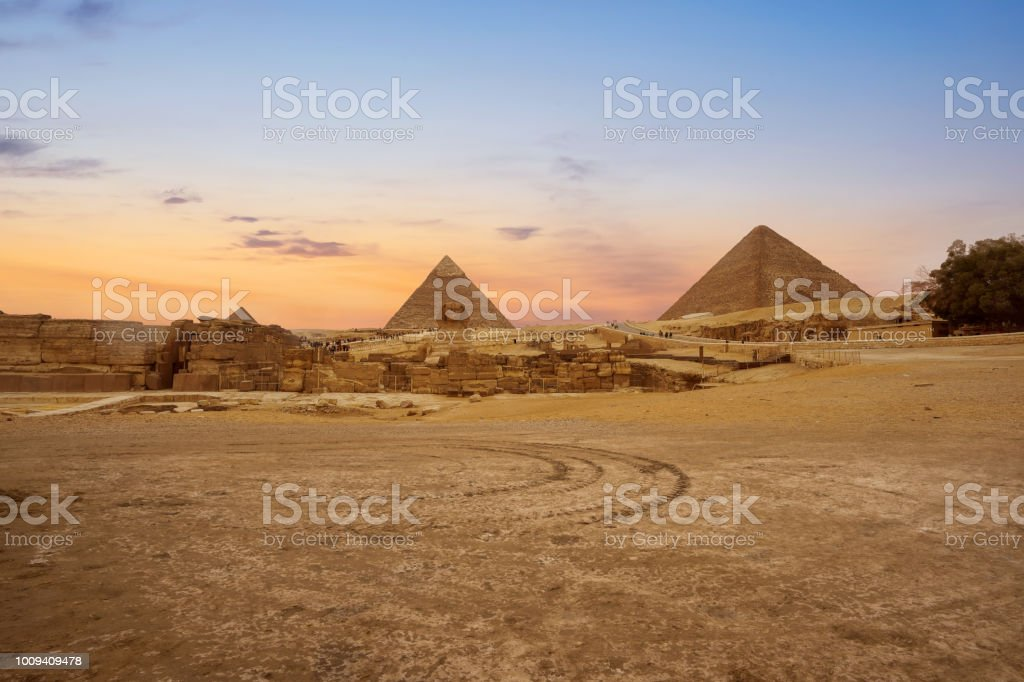 profile of the Great Sphinx including pyramids of Menkaure and Khafre  in Giza, Cairo, Egypt stock photo