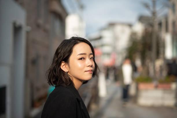 profil av ung kvinnas ansikte - profile photo bildbanksfoton och bilder