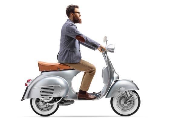 photo de profil d'un type barbu sur un scooter d'époque - moped photos et images de collection
