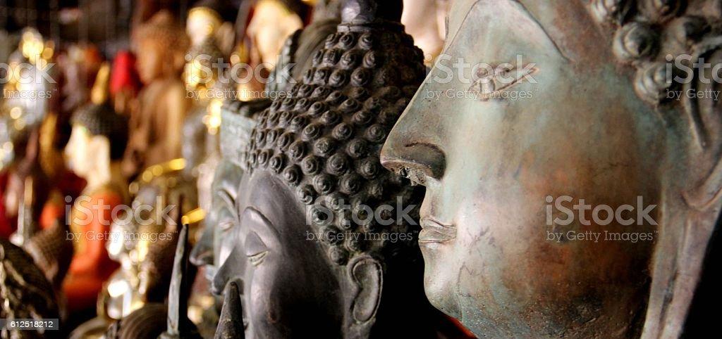 profilo statua di buddha stock photo