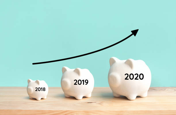 profit and income plan concepts with piggy bank growing and arrow graph on wood table background.savings money - banchi scuola foto e immagini stock