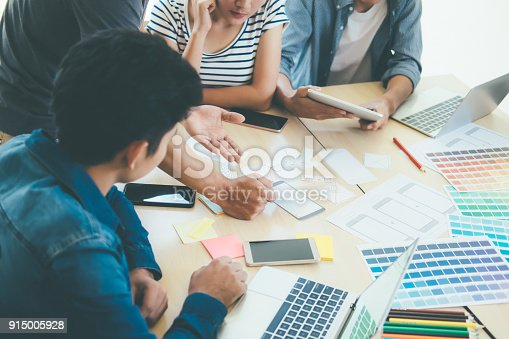 istock Programmer and Web designer, UX UI meeting for planing mobile application. 915005928