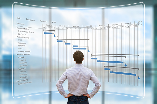 Project Manager Looking At Ar Screen Gantt Chart Schedule Planning - Fotografie stock e altre immagini di Adulto