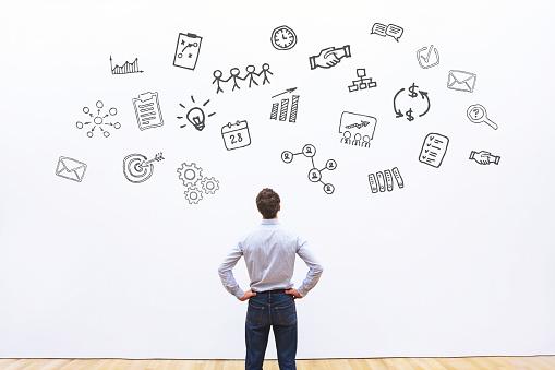Projectmanager Denken Over Project Stockfoto en meer beelden van Advertentie