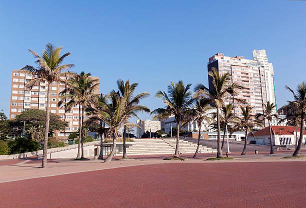Promenade and Concrete Terrace Against Golden Mile City Skyline – Foto
