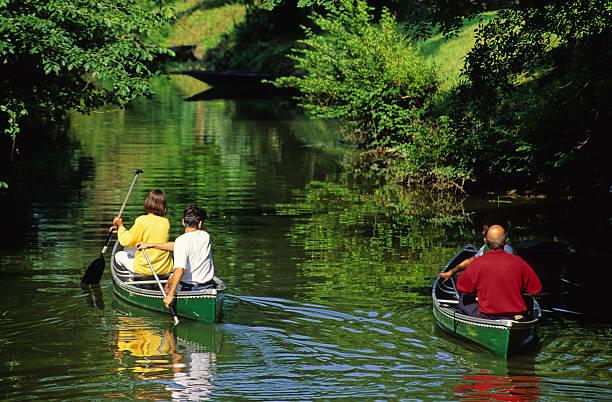 promenade en canoë dans le Marais Poitevin stock photo