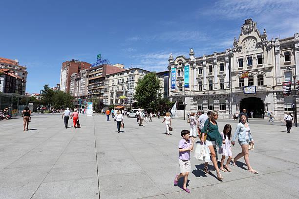 deptak w santander, kantabria, hiszpania - santander zdjęcia i obrazy z banku zdjęć