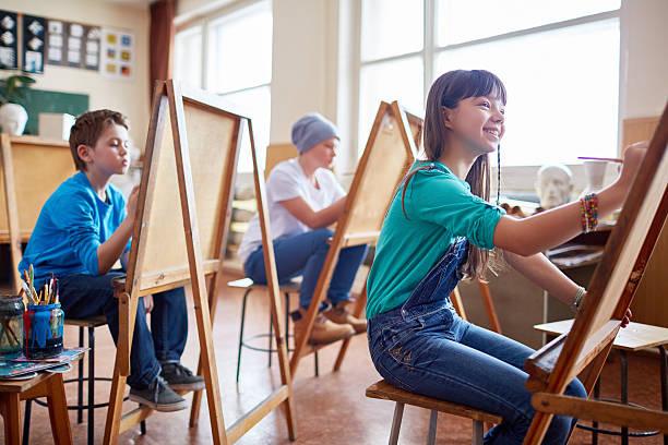 prometedoras los artistas - clase de arte fotografías e imágenes de stock