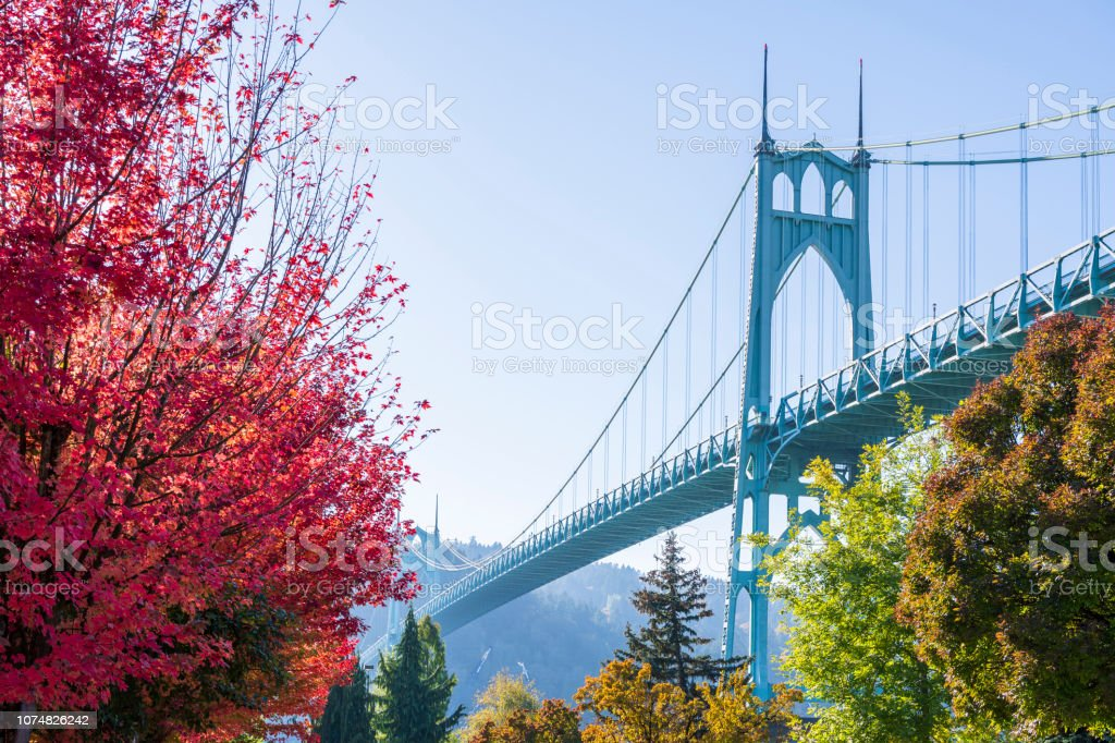 Prop Gothic St Johns Bridge in Portland in the colors of autumn trees stock photo
