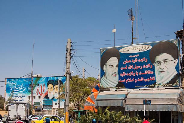 propaganda for supreme leaders of iran, khamenei & khomeini - iranische stock-fotos und bilder