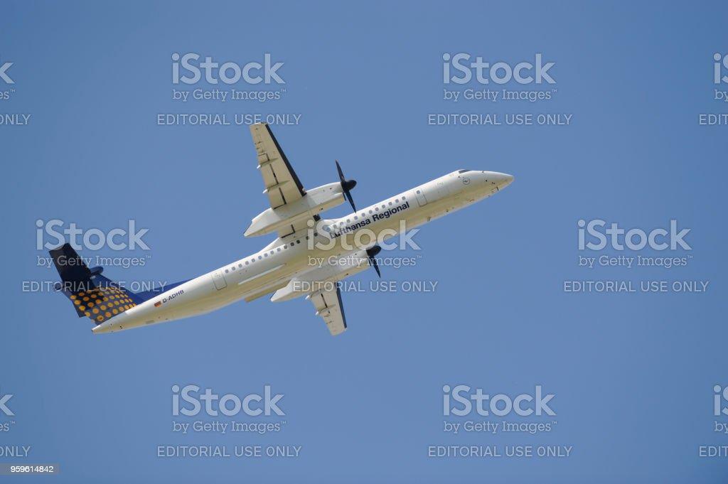 Hélice de avión de la aerolínea alemana Lufthansa en despegue del aeropuerto de Munich, Alemania - Foto de stock de Aeropuerto libre de derechos