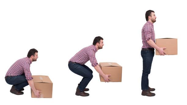 richtige schwere kisten heben gegen rückenschmerzen - heben stock-fotos und bilder