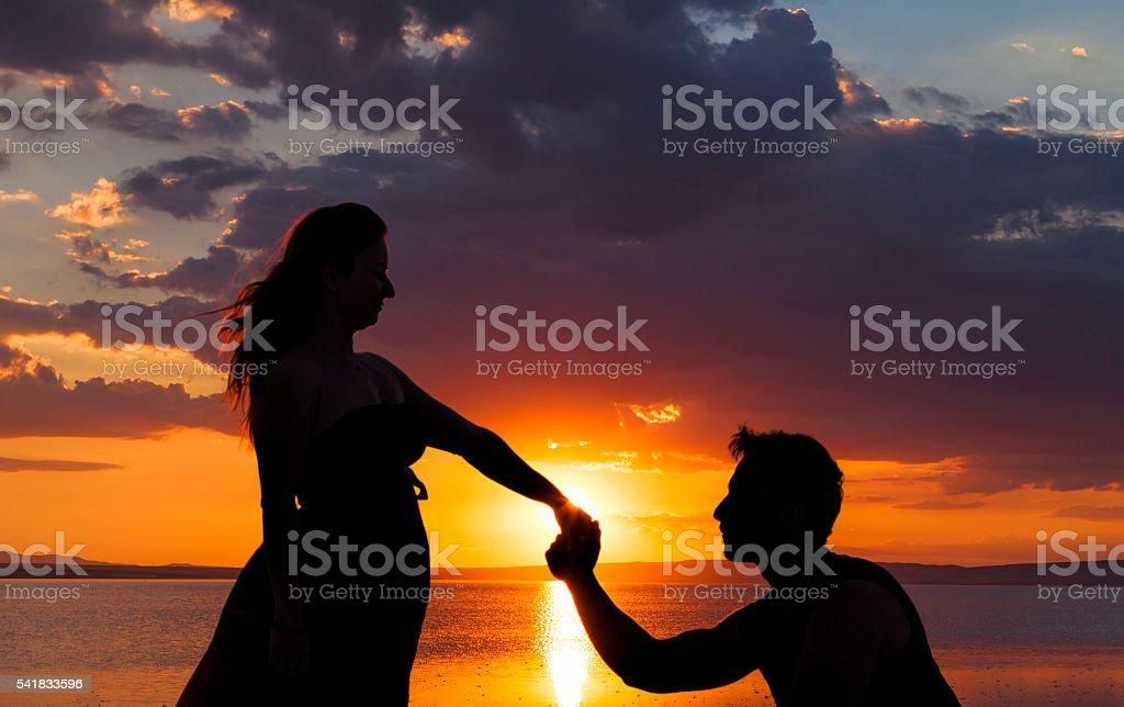 Proposing at sunset - foto de stock