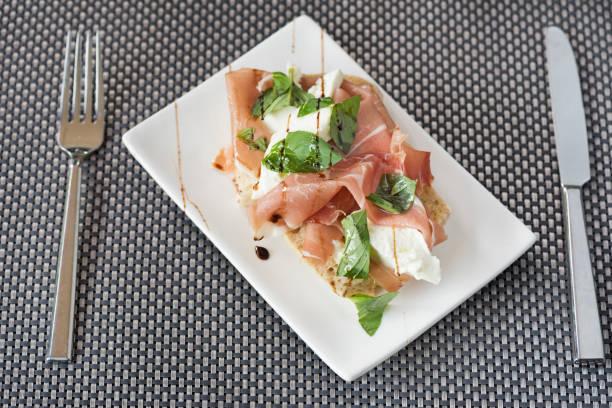 schinken-sandwich - käse wurst salat stock-fotos und bilder