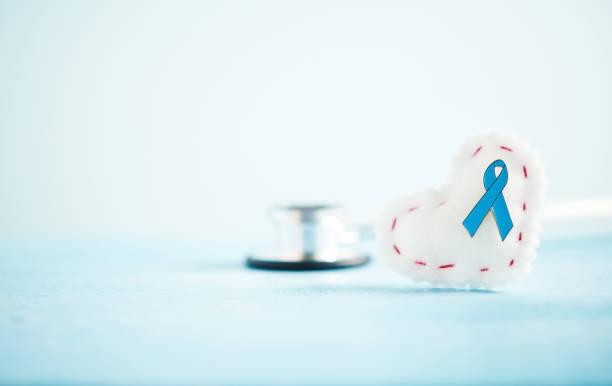 Prostata-Krebs-Bewusstsein Hintergrund mit Petrol Band auf Herz und Stethoskop – Foto