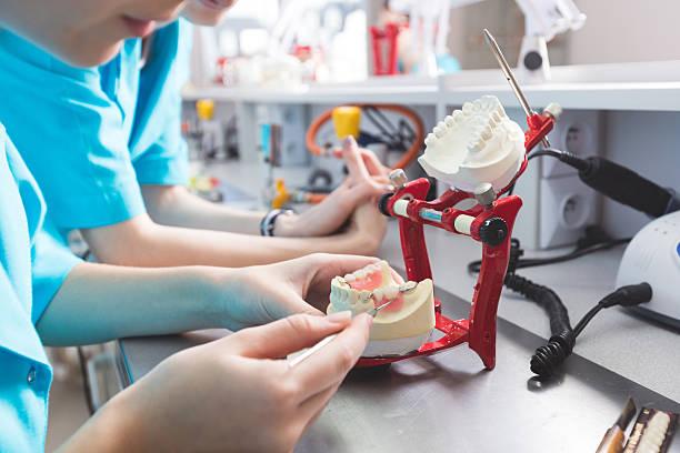 Laboratoire de prothèse, essayez de prothèses dentaires - Photo