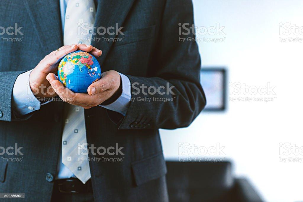 Proteger a terra e o ambiente de uma vista corporativo - foto de acervo