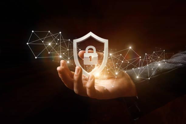 保護網路安全電腦在手中。 - 人手指 個照片及圖片檔