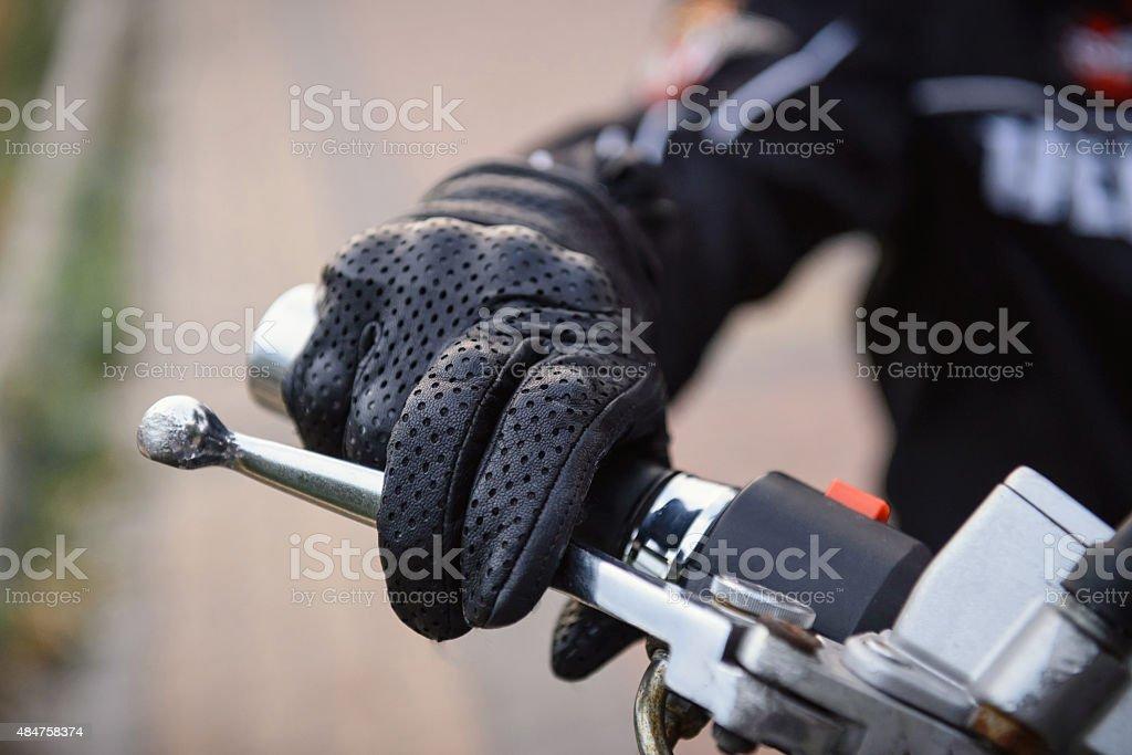 Protection des gants de motard à moto roue - Photo