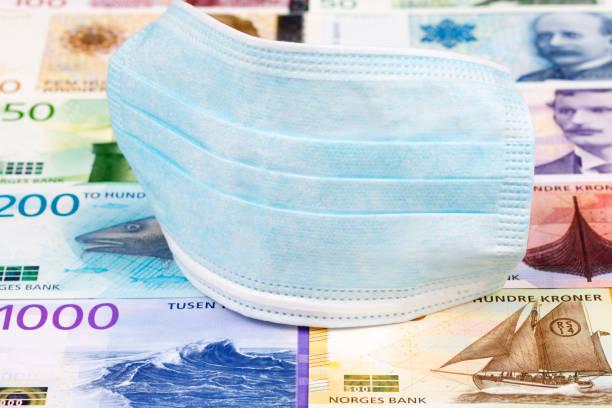 Schutzmaske auf einem norwegischen Geld – Foto