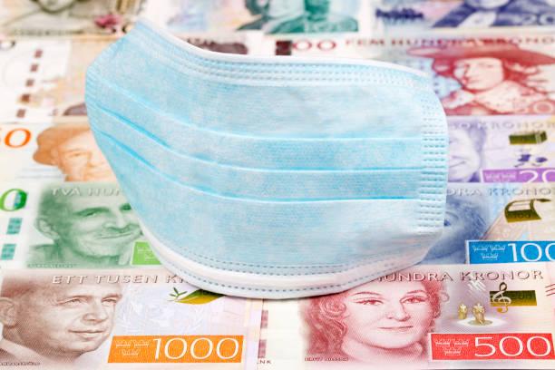 Schutzmaske auf einem schwedischen Geld – Foto