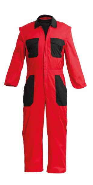 Protection travailleur s rouge dans l'ensemble, isolé sur blanc avec un tracé de détourage - Photo