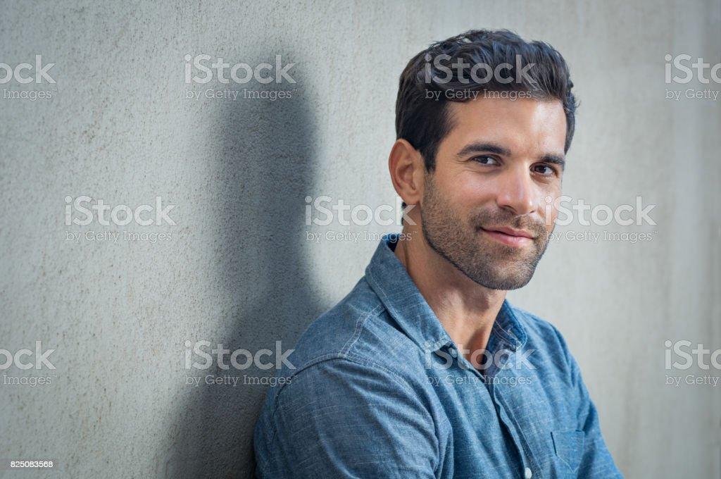 Homme fier de latine - Photo