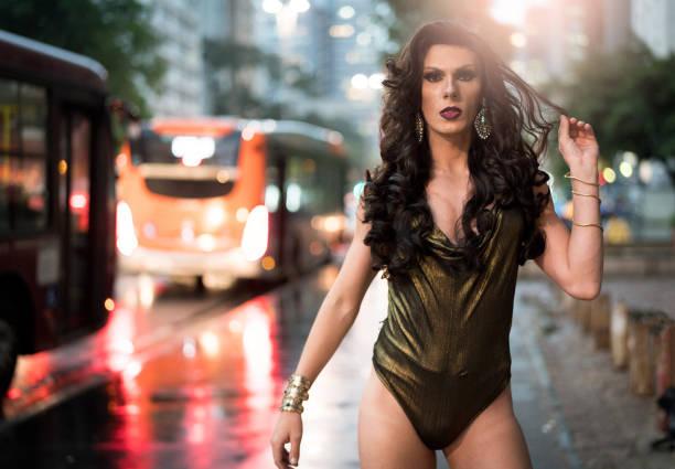 trots om te worden gay - drag queen stockfoto's en -beelden