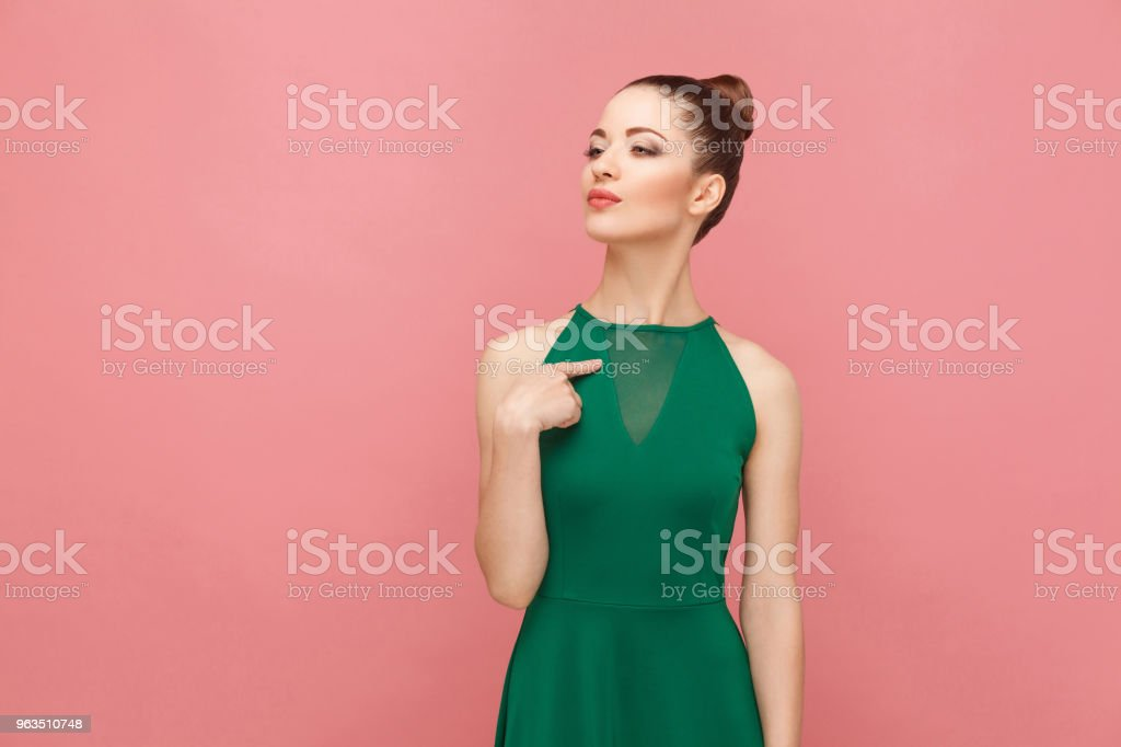 Stolze Frau Zeigefinger selbst – Foto