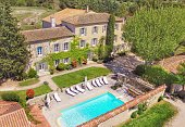 Self catering accommodation in Provence. Renting of large farmhouse in countryside.