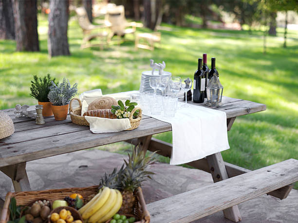 provencial picknick - französische land tisch stock-fotos und bilder