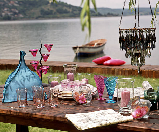 provencial picknick - outdoor esszimmer stock-fotos und bilder