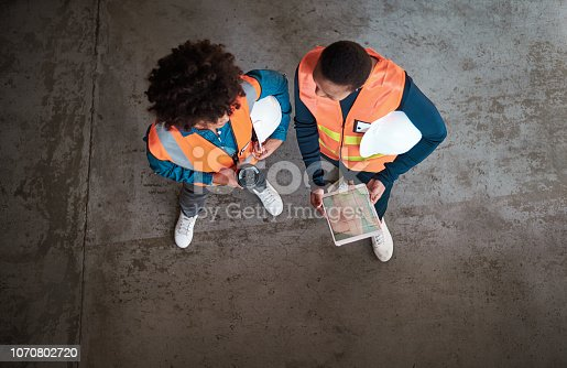 994878714 istock photo Providing top quality dispatching service 1070802720