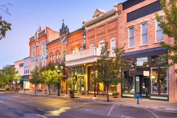 прово, штат юта, сша центре города на центральной улице - деловой центр города стоковые фото и изображения