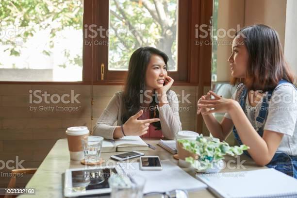 Prtty students in cafe picture id1003332160?b=1&k=6&m=1003332160&s=612x612&h=d0kv1 wazznxuqoqkexvly5eu0x9qcxqllbrnb9m eu=