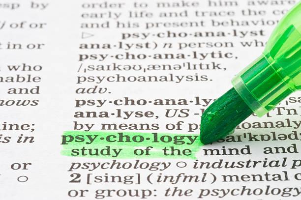 psychologie definition hervorgehoben durch grüne markierung - definition krankheit stock-fotos und bilder