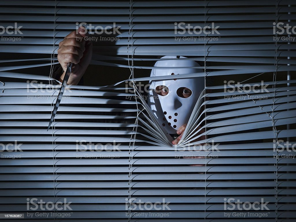 Psychopath hinter Jalousien. – Foto