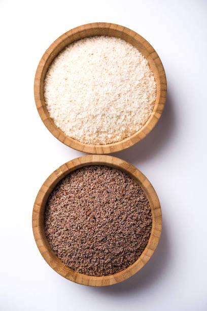 Psyllium Husk oder Isabgol die Faser, die aus den Samen von Plantago Ovata, abgeleitet ist vor allem in Indien gefunden. In einer Schüssel serviert über stimmungsvolle Hintergrund. selektiven Fokus – Foto
