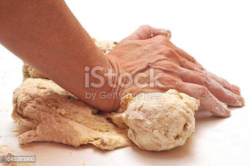 Pétrissage de la pâte à pain