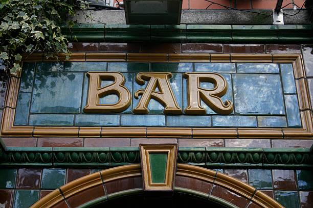 pub fascia lettering - pub bildbanksfoton och bilder