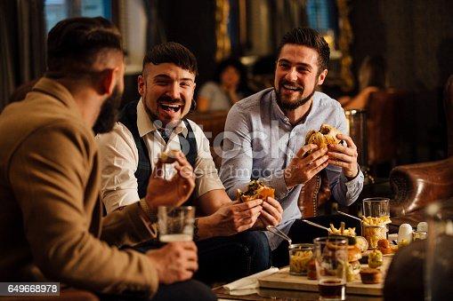 istock Pub Food And Drinks 649668978