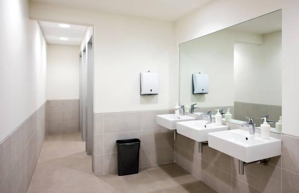 dissipadores públicos do banheiro - banheiro estrutura construída - fotografias e filmes do acervo