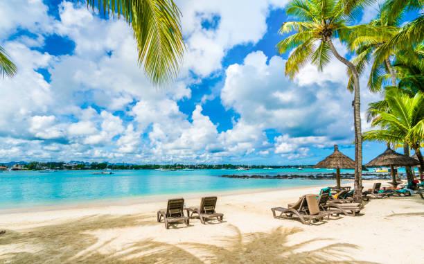 グランベ モーリシャス島、アフリカの公共ビーチ - リゾート ストックフォトと画像
