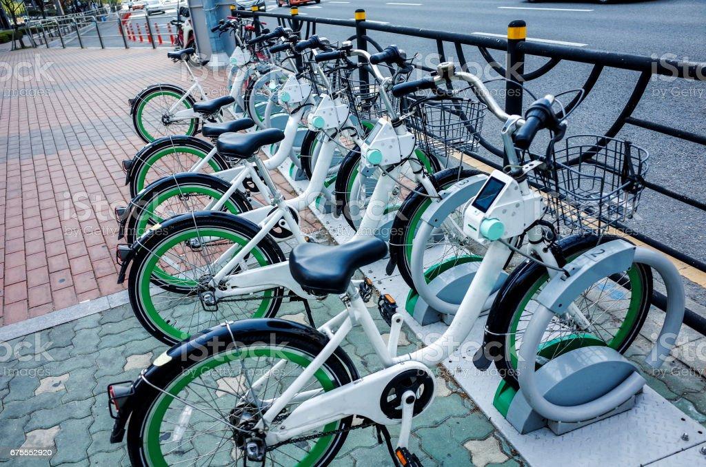 Bici bicicleta pública de la ciudad - foto de stock