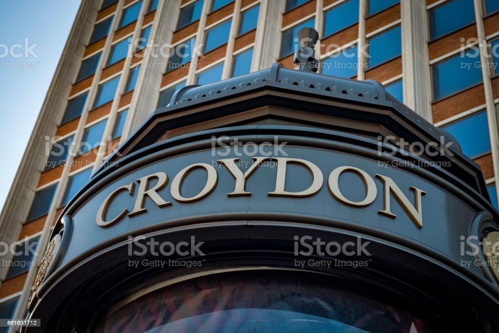 Öffentliche Plakatwand oder Werbung Wegweiser im Stadtteil Croydon – Foto