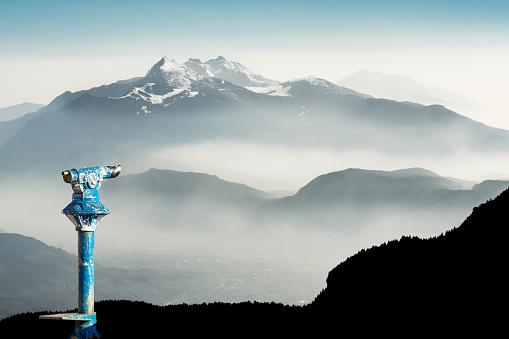 山にある望遠鏡|アインの集客マーケティングブログ