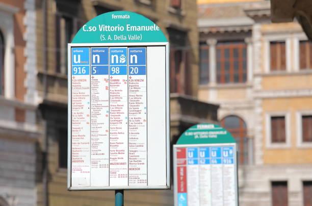 halk otobüsü durağı roma i̇talya - sefer tarifesi stok fotoğraflar ve resimler