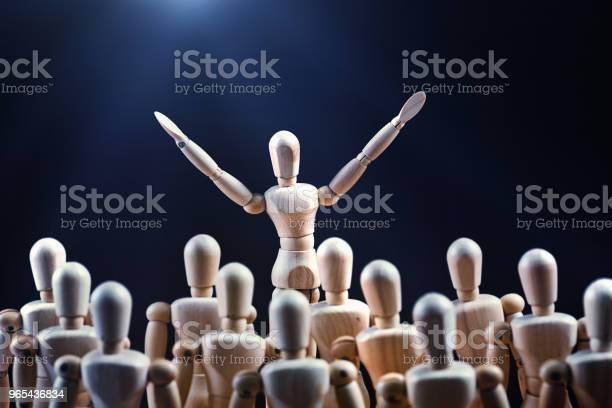 Foto de Falar Em Público Inspira Uma Multidão e mais fotos de stock de Acenar