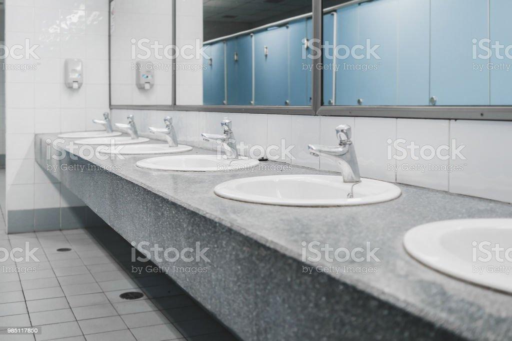 Photo Libre De Droit De Toilettes Publiques Et Intérieur De La Salle